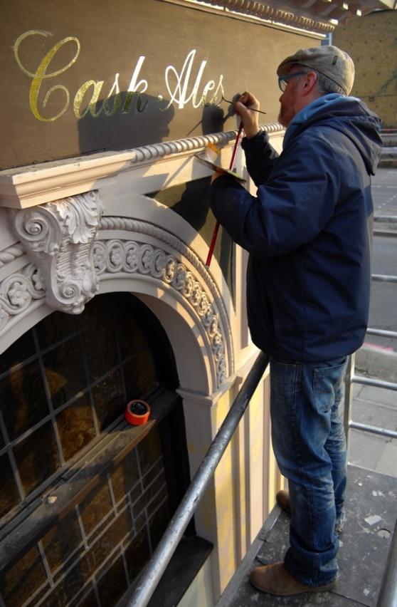 Signwriter Nick Garrett at the George Stepney London 003